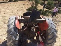 KÖY MUHTARI - Musabeyli'nde Traktör Devrildi Açıklaması 2 Ölü