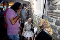 ENGELLİ KIZ - Vicdansızlar Engelli Kızın Çantasını Kapkaç Yaptı