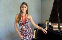 ÖĞRETIM GÖREVLISI - Piyanonun Genç Yeteneği