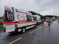 GÜVENLİK GÖREVLİSİ - Sakarya'da Trafik Kazası Açıklaması 6 Yaralı