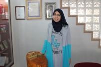 DUMLUPıNAR ÜNIVERSITESI - Suriye'deki İç Savaştan Kaçıp Türkiye'ye Sığınan Genç Kız Okul Birincisi Oldu