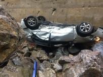 BÜLENT ECEVİT ÜNİVERSİTESİ - Zonguldak'ta Trafik Kazası Açıklaması 20 Metreden Dereye Uçtu
