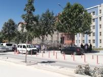 POLİS MÜDAHALE - Kasten Yaralama Suçundan Tutuklanan Zanlının Ailesi Adliye Önünde Arbede Çıkarttı