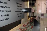 PIR SULTAN ABDAL - Madımak'ta Hayatını Kaybedenler Anısına Karanfil Bırakıldı