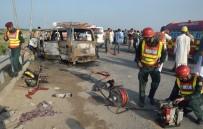 PENCAP - Pakistan'da Minibüs Alev Aldı Açıklaması 6 Ölü