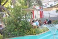ÇAY BAHÇESİ - Sıcaktan Bunalan Vatandaşlar Havuz Başında Serinlemeye Çalıştı