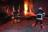 Adana'da Mobilya Atölyesi Alevlere Teslim Oldu