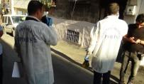 TERÖRLE MÜCADELE - Gaziantep'te Polisin Baskın Yaptığı Evden 2 El Bombası Çıktı