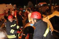 EBRAR - Karşı Şeride Geçen Otomobil Hafif Ticari Araçla Çarpıştı Açıklaması 1 Ölü 7 Yaralı