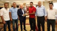 MEHMET SEKMEN - Kırkpınar'ın Yıldızı Köseoğlu Başkan Sekmen'i Ziyaret Etti
