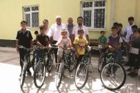 KOL SAATI - Kuran Kursu Öğrencilerine Bisiklet Hediye Edildi