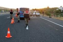 Otomobil Kum Yüklü Traktöre Çarptı Açıklaması 4 Yaralı