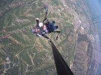FUTBOL SAHASI - Salihli'de Yamaç Paraşütü Keyfi Başladı