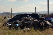 Tur Otobüsü İle Otomobil Çarpıştı Açıklaması 3 Ölü, 32 Yaralı
