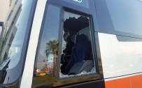 TUR OTOBÜSÜ - Yolda Şınav Çekerken Kendisini Uyaran Tur Otobüsünün Camlarını Kırdı