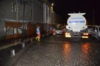 KALDIRIMLAR - Büyükşehir Belediyesi, Tarihi İlçede Cadde Ve Kaldırımları Yıkıyor