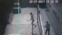 POLİS EKİPLERİ - Emniyet Önünde Döner Bıçaklı Kovalamaca