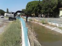 KORKULUK - Manisa'da Tahliye Kanallarında Temizlik