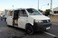 YOLCU MİNİBÜSÜ - Minibüs İle Kamyonet Çarpıştı Açıklaması 5 Yaralı