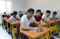 AY YıLDıZ - Ortadoğu'nun Kan Gölünden Kaçıp Diyarbakır'da Huzuru Buldular
