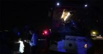 YOLCU OTOBÜSÜ - Otobüs Traktörü İkiye Böldü