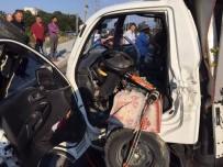 SANAYİ SİTESİ - Sakarya'da Trafik Kazası Açıklaması 3 Yaralı