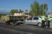 AKARYAKIT İSTASYONU - Tokat'ta Otomobil İle Traktör Çarpıştı Açıklaması 5 Yaralı