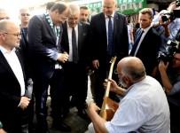 BURSA VALISI - Başbakan Yardımcısı Çavuşoğlu Sokak Müzisyenine Bahşiş Verdi