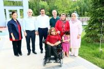 MUSTAFA AK - Başkan Ak'tan Akülü Araç Hediyesi