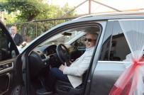 GELİN ARABASI - Belediye Başkanı Şehit Ailesine Düğünde Makam Aracını Tahsis Edip, Şoförlüğünü Yaptı