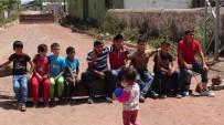 ALT YAPI ÇALIŞMASI - Kadın Ve Çocuklar Bariyer Kurup Yolu Trafiğe Kapattı
