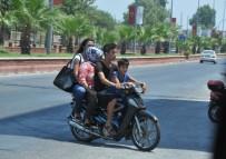 TRAFIK KAZASı - Motosiklette Aile Boyu Tehlikeli Yolculuk