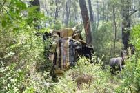 DALYAN - Muğla'da Çöp Kamyonu Uçuruma Yuvarlandı Açıklaması 2 Ölü, 1 Ağır Yaralı