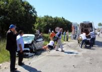SAĞLIK EKİBİ - Tekirdağ'da Üç Araç Birbirine Girdi Açıklaması 6 Yaralı