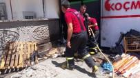 VİTRİN - Yangın Markete Sıçramadan Söndürüldü