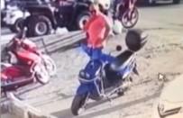 POLİS EKİPLERİ - Yaşlı Adam Gündüz Vakti Motoru Böyle Çaldı