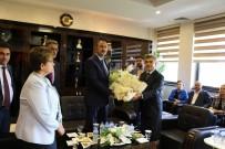 ABDÜLHAMİT GÜL - Adalet Bakanı Gül, İlk Yurt İçi Gezisinde Çiçekle Karşılandı
