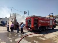 ATIK KAĞIT - Ataşehir'de Atık Kağıt Deposunda Korkutan Yangın