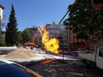 KEPÇE OPERATÖRÜ - Başkent'te Doğalgaz Borusu Patladı