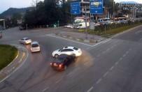 AMBULANS ŞOFÖRÜ - Karabük'te Trafik Kazaları Mobese Kamerasında