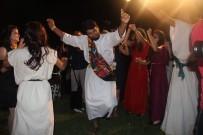 BÜYÜKELÇİLER - Protokolü Roma Dönemine Ait Kıyafetleriyle Karşılayıp Dans Ettiler