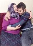 CENAZE - Şehidin, Annesine Sarıldığı Fotoğraf Yürek Burktu