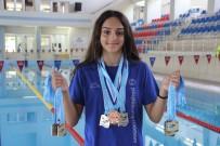 YÜZME - 14 Yaşındaki Genç Sporcunun 63 Madalyası Bulunuyor