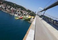 İSTANBUL VALİSİ - 15 Temmuz Şehitler Köprüsü'ne Dev Evkur Yeni Malatyaspor Bayrağı
