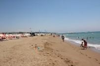 DENİZ CANLILARI - Antalya Side'de Sahildeki Zift Temizlendi
