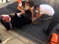 YARALI KADIN - Ayağına Saplanan İnşaat Demiriyle Hastaneye Kaldırıldı