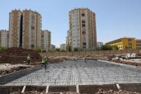 TAKSİ DURAĞI - Büyükşehir Belediyesi Kent Meydanı İnşa Ediyor