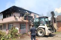 ELEKTRİK KONTAĞI - Elektrik Kontağından Çıkan Yangında İki Katlı Ev Yandı