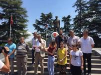 ATATÜRK - Gazeteciler Atatürk Anıtı'na Çelenk Koydu