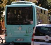 GÜZERGAH - Halk Otobüsü Şoförü Parklanmaya Kızdı, Yolu Trafiğe Kapattı